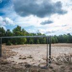 Najdziwniejsze boisko Szczecina?! Kto zamontował bramki na skraju lasu?